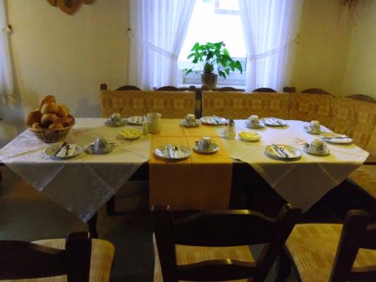 Pension Arens-Hirschen ontbijttafel