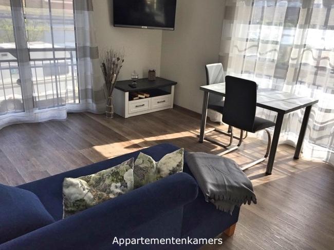 Appartementenkamer met lift en blik op de Moezel