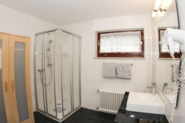 hotel Moselblick Piesport badkamer van de suite