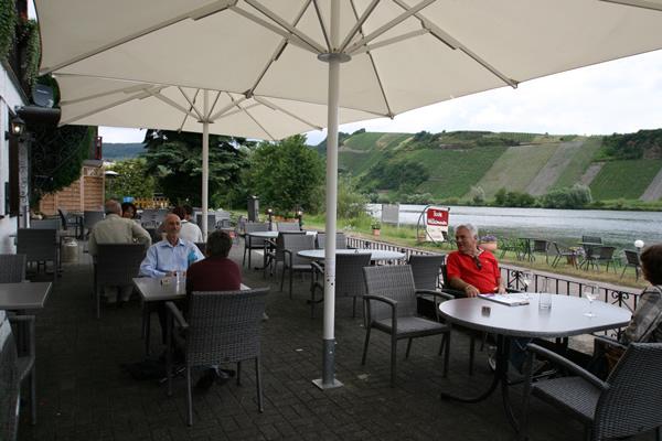 hotel Moselblick Piesport terras aan de Moezel