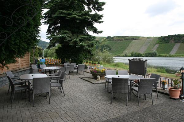 hotel Moselblick Piesport terras aan het water