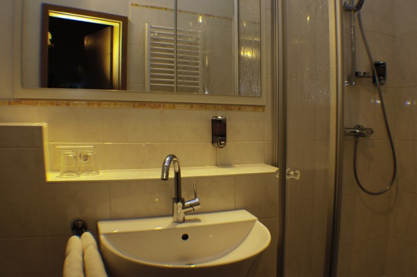 oud pand, nieuwe douche hotel Moselblümchen
