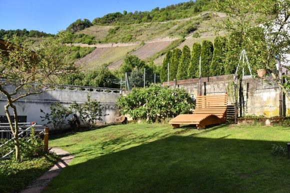 Terras in de tuin vakantiehuis Moezel