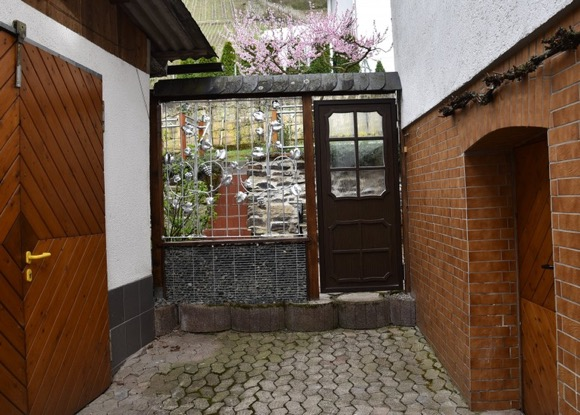 Toegangsdeur tot afgesloten tuin vakantiehuis Moezel