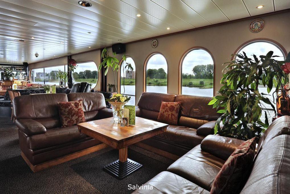 Relaxen terwijl de boot vaart