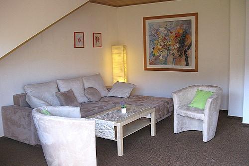woonkamer vakantiewoning Serwazi tussen de wijnranken
