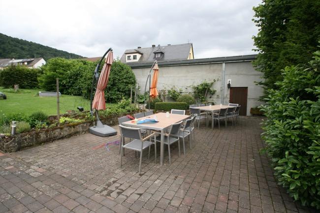 terras in de tuin van vakantiewoning