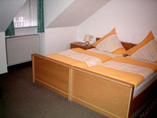 tweepersoonskamer Gaestehaus Stenze in Senheim