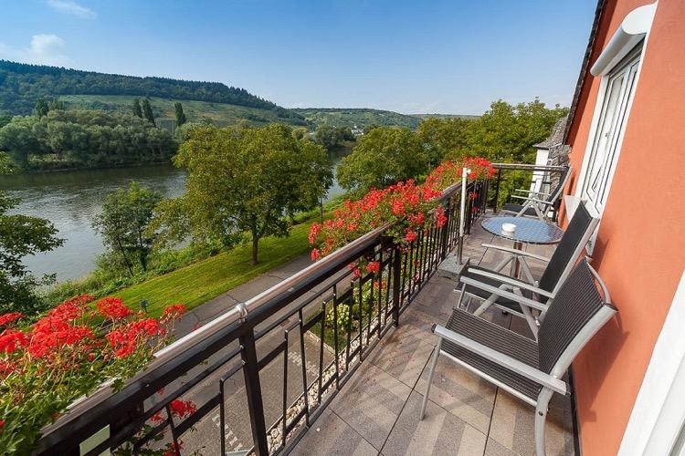 kamers met balkon in Hotel Zum Anker in Detzem aan de Moezel
