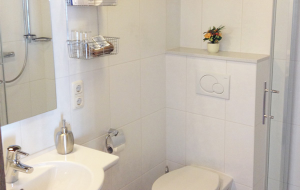 mooie nieuwe badkamer hotel zwicker